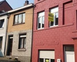 Maison de 130 m² à rénover située à deux pas de la place nicolai avec terrasse et jardin, nouveau toit et nouveau cha