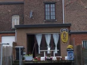 Belle Maison de 4 chambres,salon,salle à manger, salle de douche, 2 caves, terrasse et jardin. Chassis double vitrage en bois en très bo