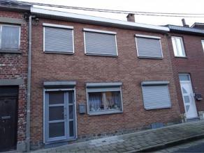 Maison 4 chambres en bon état avec terrasse et jardin. Hall, séjour en L, cuis équip, sdd, 4 chambres, 2greniers aménag&ea