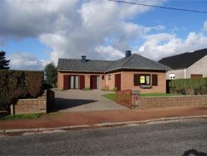 Bungalow au calme proche de toutes commodités Hall, séjour avec FO, cuis équip, sdb, 3 chambres, véranda,5caves , garage,