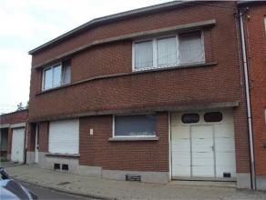 Maison d'habitation actuellement divisée au rez de chausssée d'un espace commercial( 155m²) avec garage, au premier appartement( 70