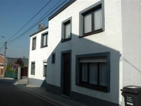 maison 3 façades située dans une rue calme proche de toutes commoditéscomposée de :RDC: cuisine(12m²) ,salon(13m&sup2