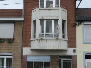 Située au centre de Grace-Hollogne, belle maison d'habitation avec de spacieux espaces de vie. Au rez: living, cuisine, wc. Au 1er étage