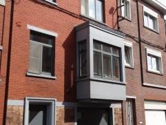 Maison bel étage 2 chambres, possibilité d'une 3ème. Habitation modernisée avec gout. Composition: grand séjour, sa