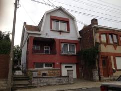 """Maison de type bourgeoise sur les hauteurs de Seraing en lieu dit """"Air Pur"""" habitable directement, cette maison nécessite un coup de jeune pour"""