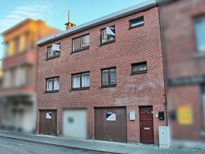 Immeuble de rapport composé de 2 apparts av garages : 6chs, hall, sdb, buand, cuis non-éq et séj, 2 garages. Situé &agrave