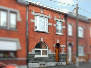 Maison 2 chs à rénover: 100m² hab + grenier aménag. 38m² compo au rdc: hall, séj, cuis, wc, véranda et ja