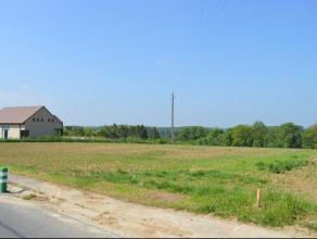 OPTION Superbe terrain 26m de large 84 m de profondeur + terre agricole au centre de Braives, rue Saint Donat. 34ares 91ca. Opportunité &agrave