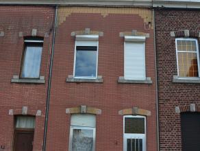 Maison de ville située dans une rue calme proche de toutes les commodités. Idéale pour premier achat ou investissement. Possibili