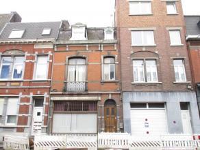 OPTION! A Liège-Centre: maison d'habitation avec rez commercial au rez. A l'étage: 1 chambre, salon et salle à manger. Au deuxi&e