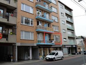 """En plein centre de Waremme, à 50m de la gare, au 1er étage, Appartement 2chambres + garage et cave. Résidence """"Le Versaille"""". Sup"""