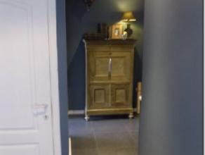 A louer : ALLEUR rue du Tilleul, 44. Maison semi-mitoyenne avec garage et jardin. Sous-sol : hall, une chambre, débarras, buanderie avec coin c
