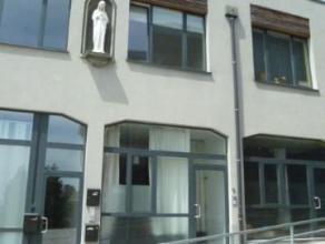 Maison impeccable et moderne disposant de larges baies vitrées et de tout le confort nécessaire! Elle se trouve au centre de Herve dans