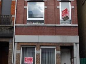 MAISON COMPOSEE DE 2 APPARTEMENTS AVEC 2 CHAMBRES CHACUNREZ: hall d'entrée avec escalier pour l'étage + 1 appartement 2 chambres libre d