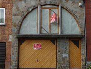 MAISON MITOYENNE A PARACHEVERREZ: hall d'entrée avec wc et escalier pour l'étage + garage + espace cuisine équipée et coin