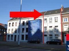 Spacieux immeuble de rapport élevé sur 4 niveaux et composé d'un duplex et de 3 appartements à 1 chambre à coucher,