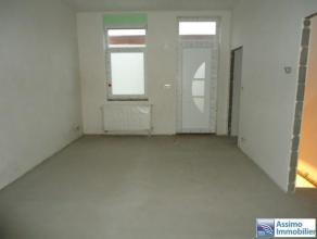Option! Maison partiellement rénovée. Composition : living de 16m², une cuisine de 9m², une chambre de 16m², une salle de