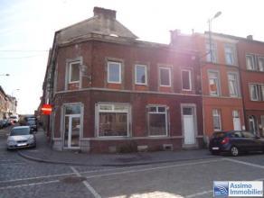 Faire offre à partir de 64.000 euro / Immeuble mixte (2 entrées indépendantes) idéalement situé, proche des &eacute