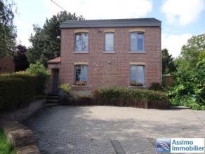 Villa 3 chambres, terrasse, jardin, piscine, garage et grenier, sur une parcelle de 1012m² ! RC modeste ! Composition : au rez : un hall d'entr&e