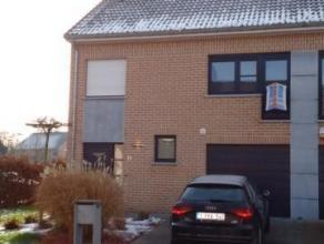 A VOIR ABSOLUMENT. Construction de 2012, 3 façades, 4ch, terrasse et jardin, comprenant un living en L donnant sur la cuisine entièremen