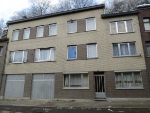 Spacieux IMMEUBLE de RAPPORT (construction années '70) comprenant 3 spacieux appartements (living, cuisine, 2 à 6 chambres à couc