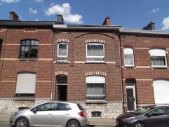 """Maison d'habitation deux façades avec jardin, à rénover. Rez : hall, living, cuisine, cour (""""véranda""""). 1er : 2 chambres."""