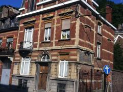 Belle et grande maison de caractère avec petit jardin, garage et cour. Très bons volumes, 6 à 8 chambres, idéal pour profe