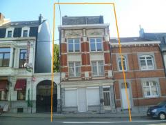 Grande maison d'habitation ou de rapport (possibilité pour 2 duplex), avec jardin et cour. Rez : hall, salon, salle à manger, cuisine et
