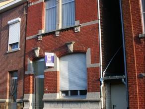 Maison 2 façades avec jardin, dans un quartier calme. Composition: -1: cave, salle de bains, véranda, accès au jardin; rez : cuis