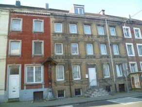 Immeuble de rapport comprenant 3 appartements, possibilité 4 (déjà aménagé), avec un jardin et une cour( acc&egrave