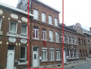 Maison de rapport en bon état, composée de deux duplex. Duplex 1 (entièrement rénové) - Rez : hall d'entrée,