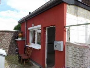 Petite maison entièrement rénovée, en parfait état, deux chambres. Composition : - rez : cuisine équipée, s&