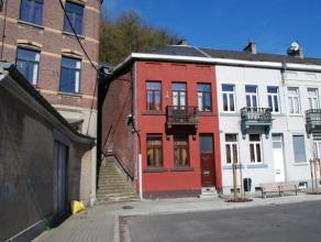 Maison 3 façades, 4 chambres, bien située autour d'une place réhabilitée. Immeuble bien entretenu, nombreuses possibilit&e