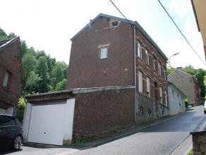 Immeuble de rapport composé de quatre appartements une chambre, avec deux garages, un grand jardin et une cour. Châssis PVC double vitrag