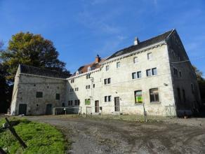 avenue Jardin Ecole, 100 et 102 : A labri des regards, au fond dun chemin et surplombant les environs, imposant bâtiment de ferme de caract&egra