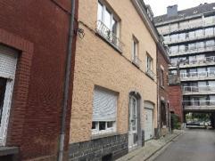 NAMUR (Jambes) rue de la Plage, 17. Appartement deux chambres situé au 1er et 2ème étages d'une maison d'habitation comprenant de