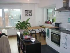 NAMUR (Centre) rue J-B Brabant, 56. Bel appartement spacieux et lumineux entièrement rénové (2014), à proximité de
