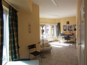 NAMUR - Rue des Carmes, 77 Agréable studio situé au 2ème étage d'un immeuble sans ascenseur. Séjour avec coin cuisi
