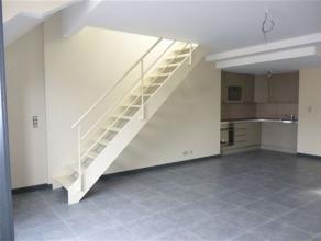 NAMUR CENTRE - Rue Moncrabeau 11 Agréable appartement duplex situé au 3ème étage d'un immeuble sans ascenseur. Il est comp