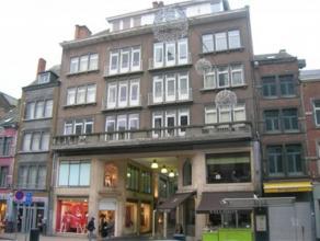 Galerie Saint-Joseph 1, à 5000 Namur.Bel appartement lumineux de ± 70m² au 3e étage avant avec ascenseur. Composition : Hall