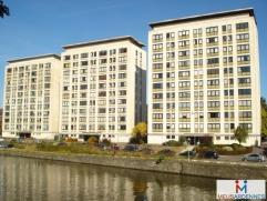 Quai de l'Ecluse, 7-8/74 à Namur. Appartement nÂ85, meublé de 46 m² situé au 8e étage arrière avec ascen