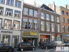 Rue de Bruxelles, 17 à 5000 Namur. Appartement de 64 m² situé au 2e étage sans ascenseur. Comprenant : Séjour avec pa
