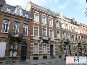 Avenue Reine Astrid, 52 à 5000 Namur Appartement de ± 60 m² situé au 1er étage sans ascenseur. Comprenant : grand s&e
