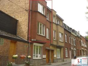 Rue Saint-Fiacre, 9 à 5000 Namur. Duplex de ± 90 m² situé au 1er et 2ème étage (sans ascenseur). Comprenant :