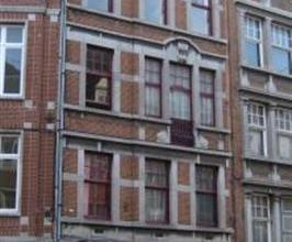 Rue de l'Ange, 68, au 3e étage. Appartement de 50m². Composition : Hall (8m²) - 1 chambre (15m²)- SDB (6m²) - séjour