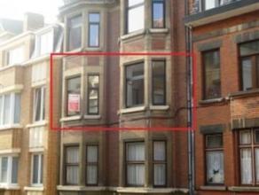 Rue des carmes 11 au 2ème étage. Bel appartement de ± 80 m² situé dans le centre de Namur. Comprenant : Hall (3,27 m&