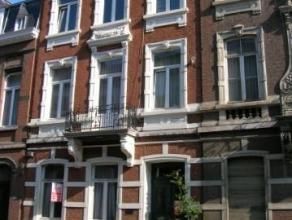 Avenue Reine Astrid, 52 Appartement de ± 100 m² au rez de chaussée avec terrasse et jardin.Pièce avant (± 22 m²)