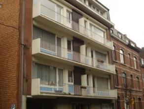 Avenue Reine Astrid, 70 à 5000 Namur. Appartement situé au rez-de-chaussée. Comprenant : Hall - séjour - cuisine super &ea