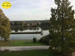 Idéalement situé en bordure de Meuse et à 5 min du centre-ville, ce très bel appartement neuf au caractère co