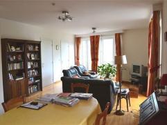 Dans le centre de Namur, à proximité des facultés et du chemin de halage, un appartement 1 chambre situé au 3Â &eacu
